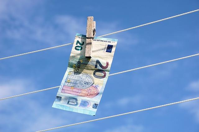 bankovka na šňůře