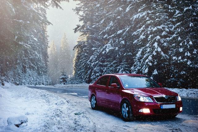 automobil v zimě