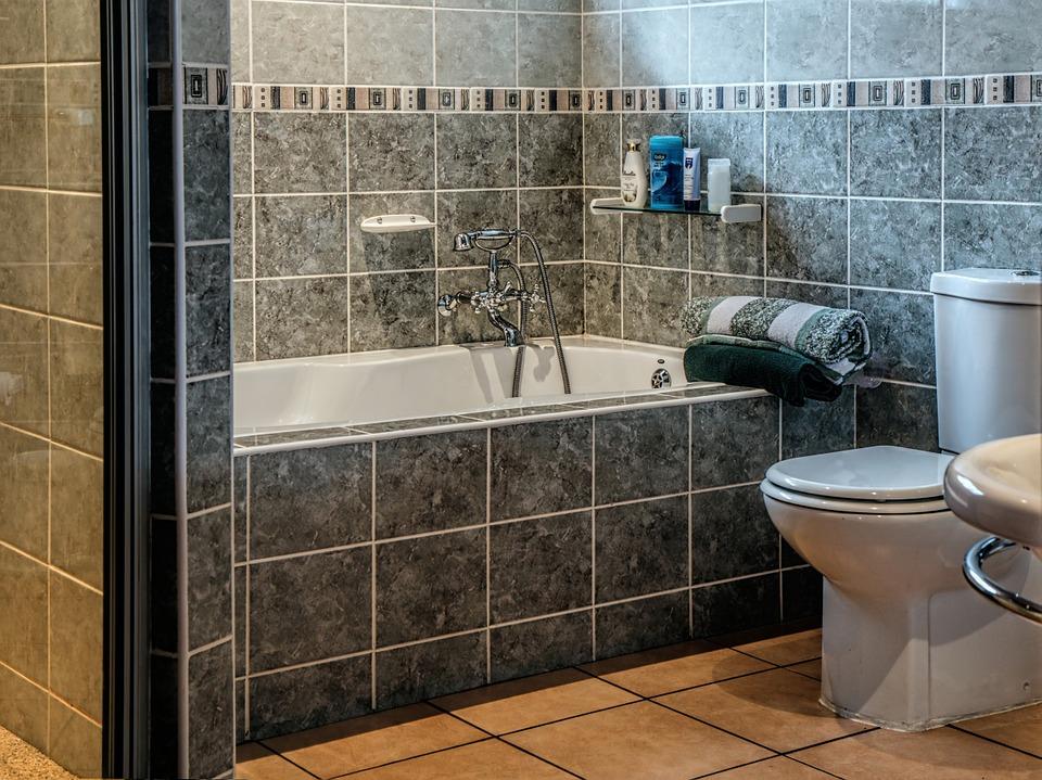 kúpelňa, vaňa a toaleta
